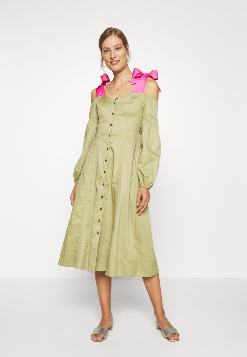 Who What Wear - OFF THE SHOULDER DRESS - Shirt dress - cedar/doll pink