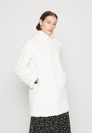 FUNNEL COLLAR COAT - Zimní kabát - cream