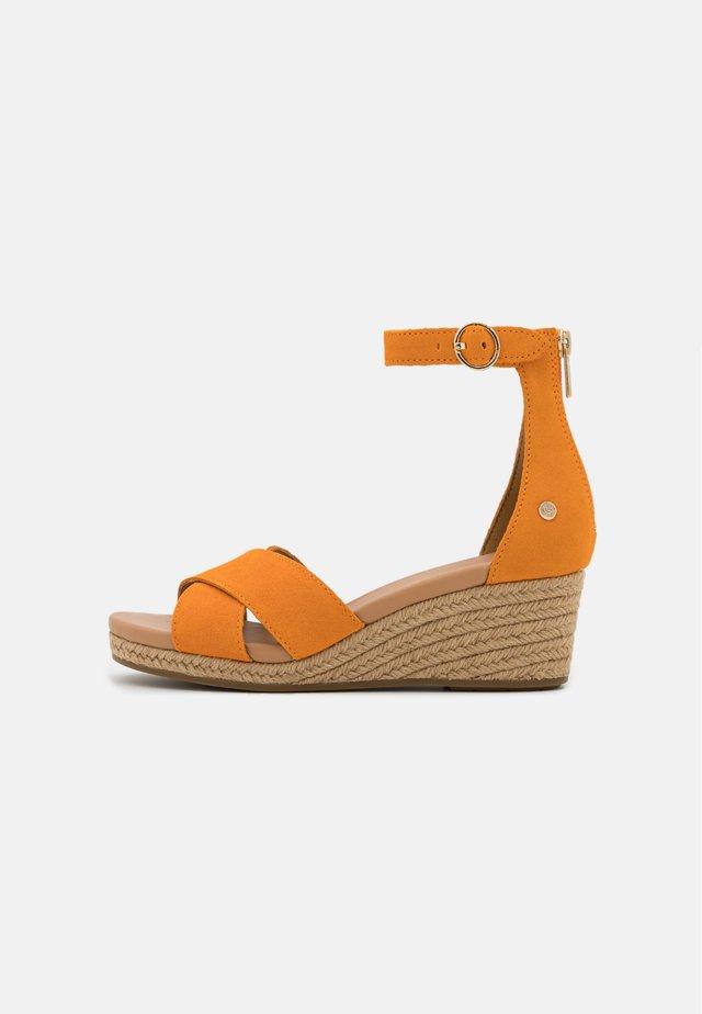 EUGENIA - Wedge sandals - california poppy
