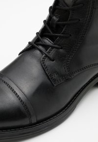 Jack & Jones - JFWRUSSEL MID - Lace-up ankle boots - anthracite