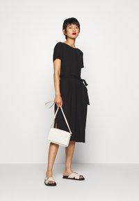 Object - OBJCELIA DRESS - Žerzejové šaty - black - 1