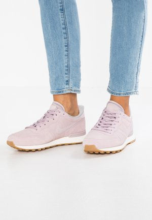 INTERNATIONALIST - Trainers - particle rose/vast grey/sail/light brown