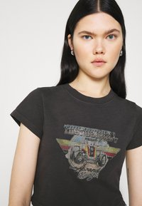 Abrand Jeans - CROP TEE - Print T-shirt - faded black - 3