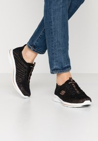 Skechers - CITY PRO - Zapatillas - black/rose gold/white - 0