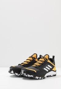 adidas Performance - TERREX AGRAVIC GORE-TEX TRAIL RUNNING SHOES - Zapatillas de trail running - grey six/footwear white/solar gold - 2