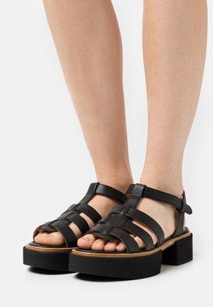 IVAI - Sandály na platformě - black