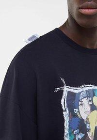 Bershka - NARUTO  - T-shirt med print - black - 3