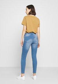 Vero Moda - VMSEVEN SHAPE UP  - Jeans Skinny Fit - light blue denim - 2