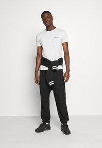 Replay - TEE - Basic T-shirt - cold grey - 1