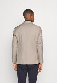 Isaac Dewhirst - UNISEX - Blazer jacket - beige - 2