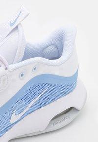 Nike Performance - AIR MAX VOLLEY - Multicourt tennis shoes - white/aluminum/pure platinum - 5