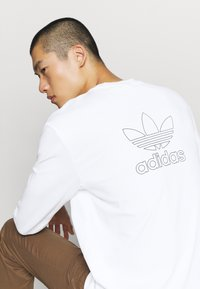 adidas Originals - Camiseta de manga larga - white/black