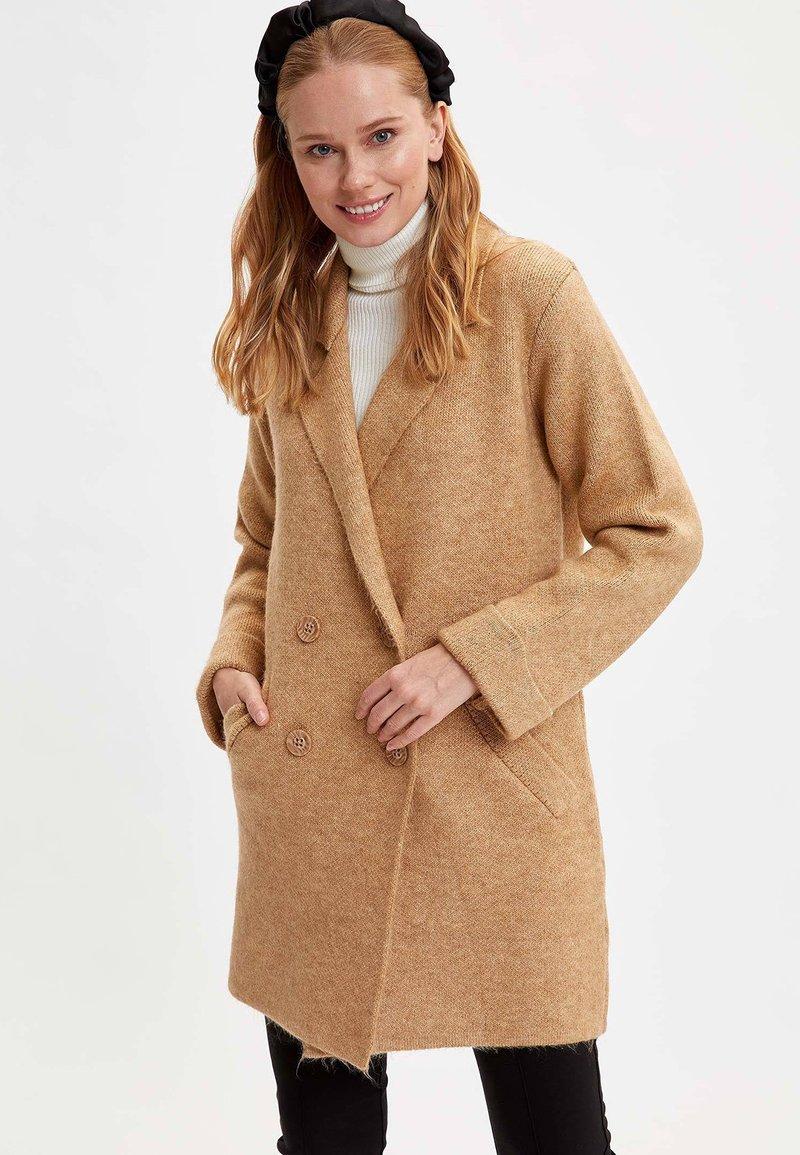 DeFacto - Abrigo corto - beige