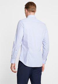 Seidensticker - SLIM SPREAD KENT PATCH - Overhemd - hellblau - 2