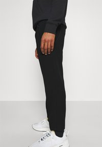 Tommy Jeans - SOLID SCANTON PANT - Trousers - black - 3