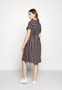 Queen Mum - DRESS NURS ORLANDO - Korte jurk - black - 2
