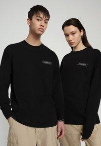 Napapijri - PATCH - Long sleeved top - black - 2