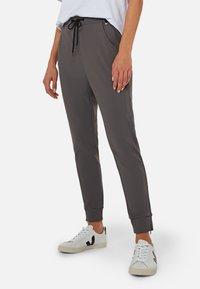 Mavi - Trousers - smoke smart sporty - 0