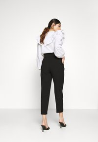 ONLY Petite - ONLSURI AINA PANTS - Bukse - black