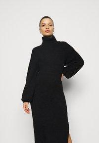 Missguided Petite - FLUFFY SLOUCHY SIDE SPLIT JUMPER DRESS - Pullover - black - 4