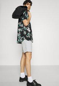 Tommy Hilfiger - BROOKLYN - Shorts - light cast - 3