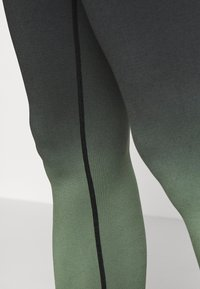 South Beach - GRADIENT HIGH WAIST - Punčochy - green - 4