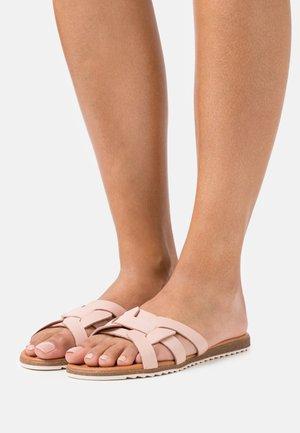 LEXI - Pantofle - rose