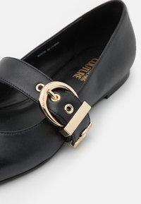 Versace Jeans Couture - Baleríny - black - 6