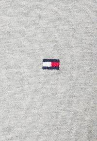Tommy Hilfiger - LOGO LONG SLEEVE TEE - Långärmad tröja - grey - 6