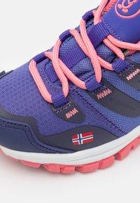 TrollKids - KIDS RONDANE LOW UNISEX - Hiking shoes - dark purple/coral rose - 5