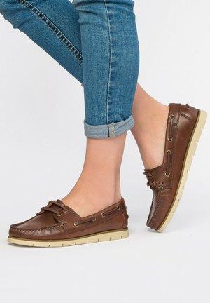 Boat shoes - castaña