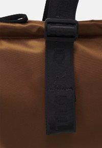 Tiger of Sweden - BLAUE UNISEX - Shopping bag - brown - 5