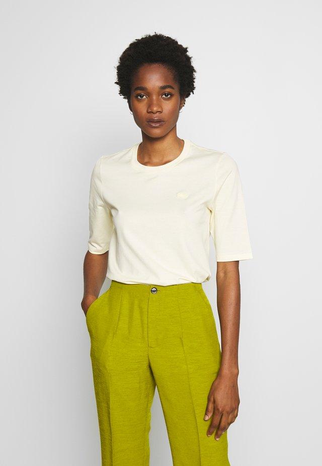ROUND NECK CLASSIC TEE - T-shirt - bas - clusi