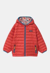 Patagonia - REVERSIBLE HOODY UNISEX - Down jacket - seafan pink - 2