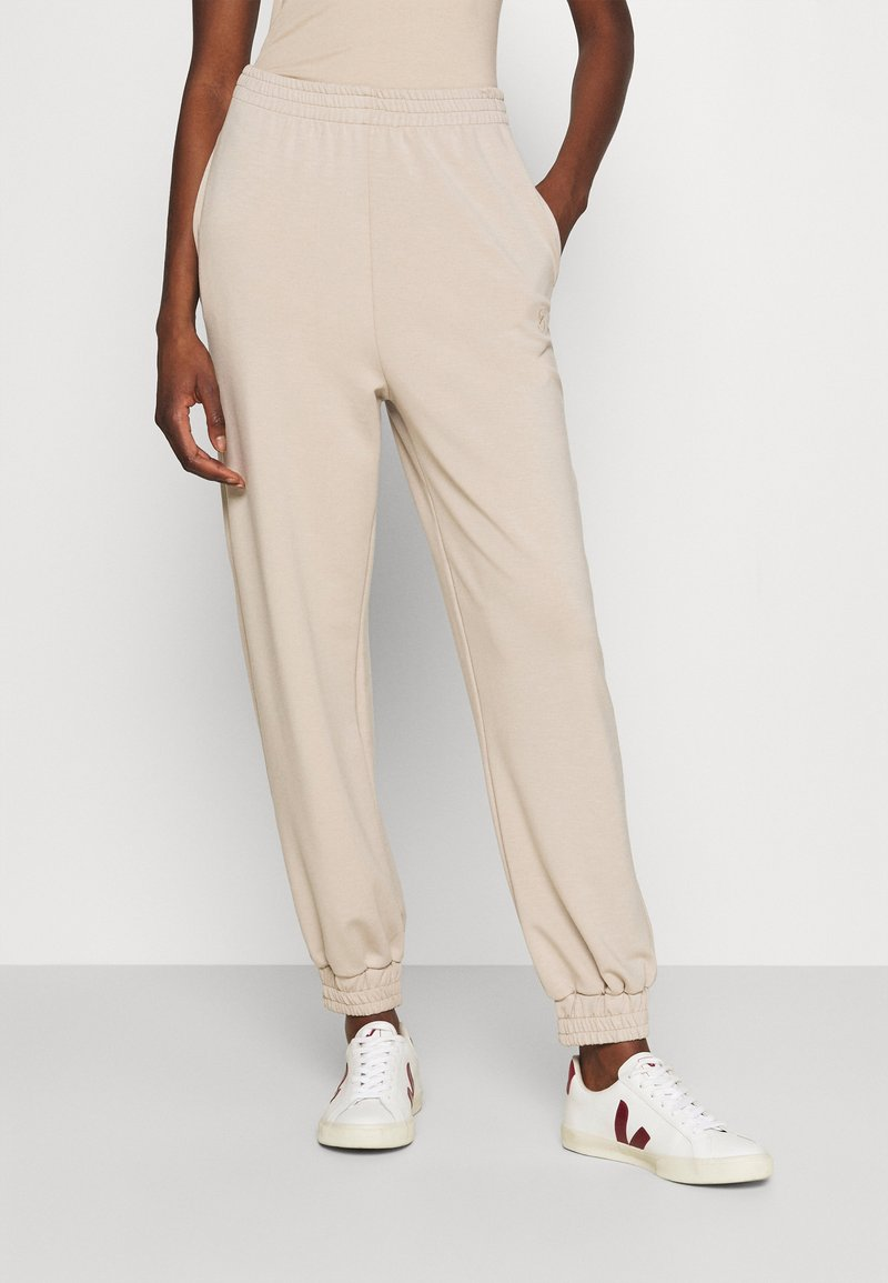 Gestuz - CHRISDAGZ - Tracksuit bottoms - beige