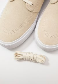 Nike SB - ZOOM JANOSKI - Sneakers laag - fossil/obsidian mist/midnight navy - 5