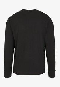 Urban Classics - BOXY BIG CONTRAST POCKET - Long sleeved top - black - 0