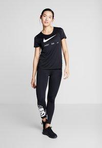 Nike Performance - RUN - Print T-shirt - black/white - 1