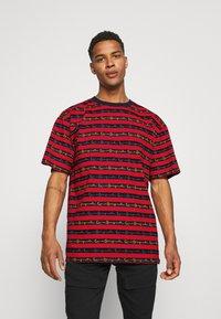 Karl Kani - STRIPE TEE - T-shirt con stampa - red - 0