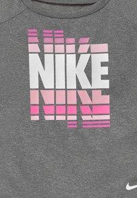 Nike Sportswear - SET - Leggings - Trousers - magic flamingo - 4