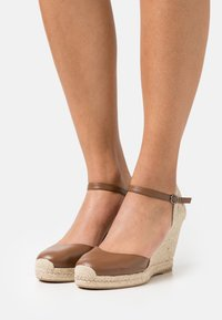 WEEKEND MaxMara - KANSAS - Plateaupumps - taback - 0