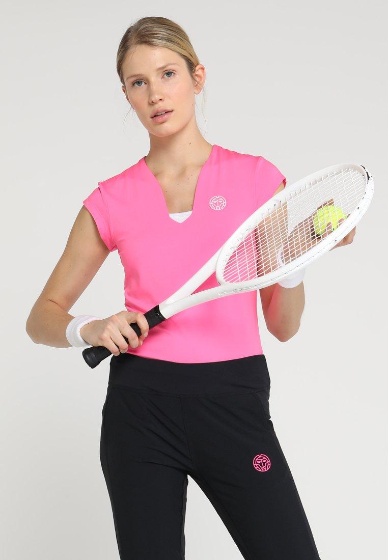 BIDI BADU - BELLA 2.0 TECH NECK TEE - Jednoduché triko - pink