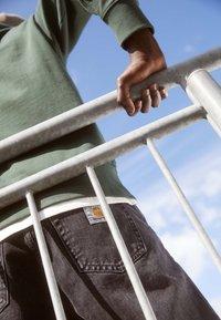 Carhartt WIP - PONTIAC PANT MAITLAND - Straight leg jeans - black stone washed - 2