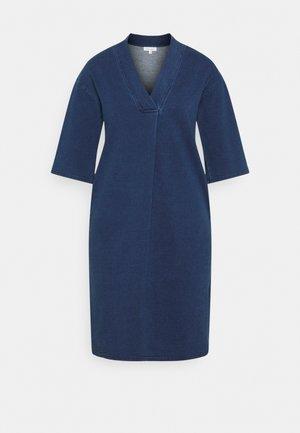 SKYLAR LOOPBACK DRESS - Žerzejové šaty - indigo blue