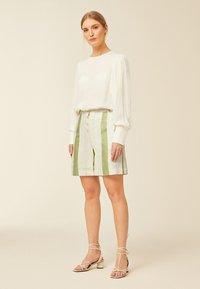 IVY & OAK - Shorts - moss green - 0