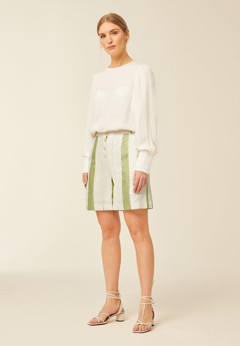 IVY & OAK - Shorts - moss green
