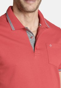 Charles Colby - RHYS - Polo shirt - red - 2
