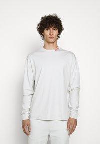 HUGO - DOTCH - T-shirt à manches longues - natural - 0