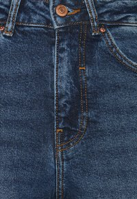 New Look Petite - BUSTED MOM LUCIOUS - Relaxed fit jeans - blue - 7