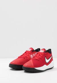 Nike Performance - TEAM HUSTLE QUICK 2 - Basketball shoes - university red/white/back - 3